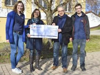 Evangelische Landjugend überreichte Spendencheck
